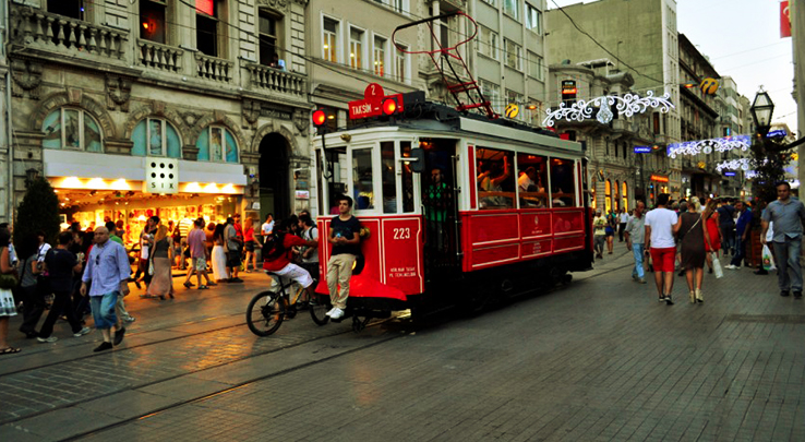 holidays-to-istanbul-red-tram