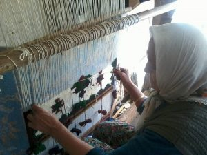 sidyma weaving lady